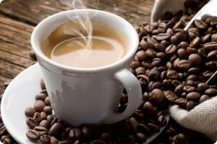 カフェインを摂ると頭痛が治るの?カフェインにまつわる噂とは?